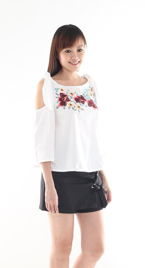 Cloro cut out shoulder knot top