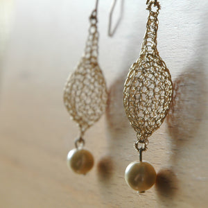Drop shape Crochet Earring with a hanging pearl - Yooladesign