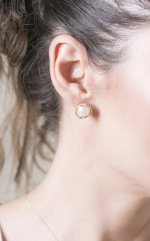 Clip On Pearl Stud Earrings , Gold Pearl post earrings - Yooladesign
