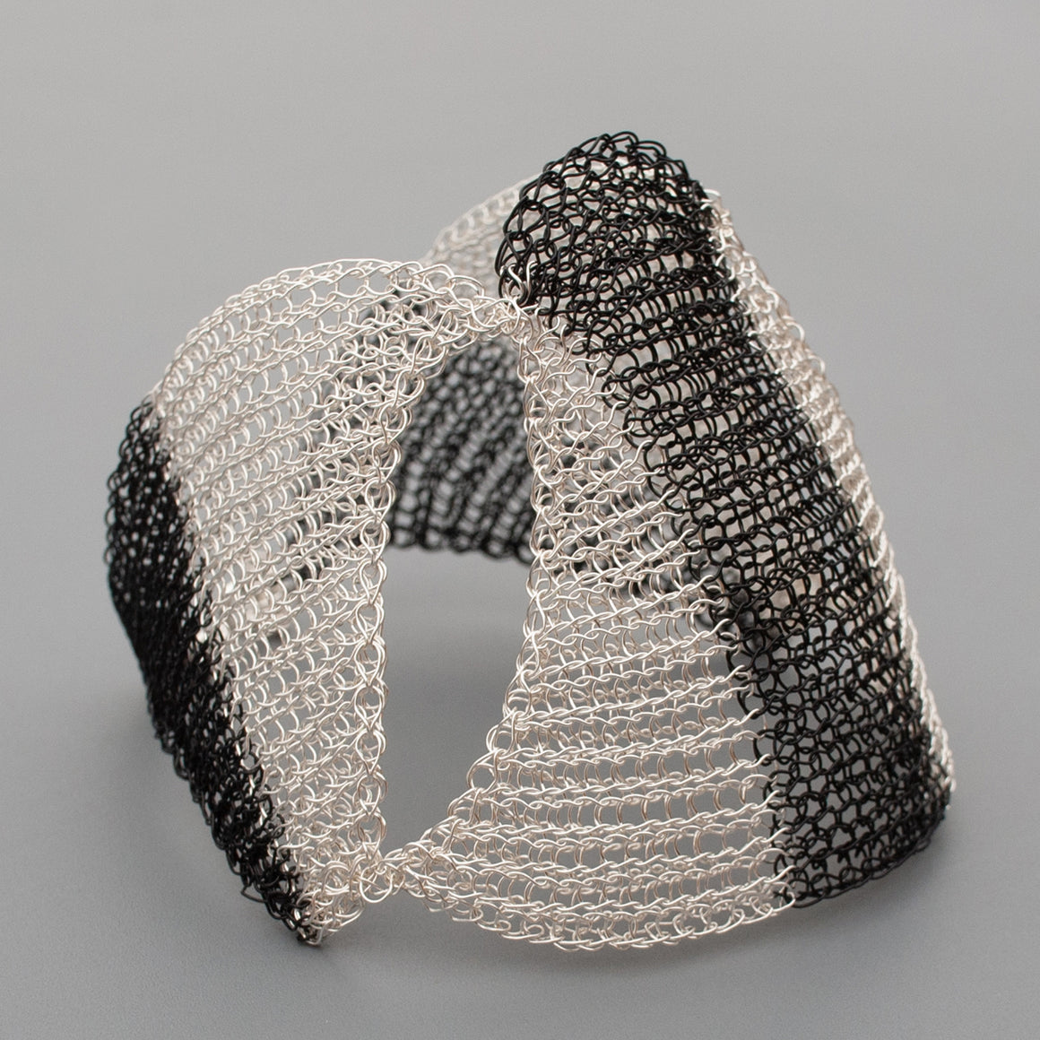 SHOGUN Bracelet, Contemporary wire crochet cuff, Black and White - Yooladesign