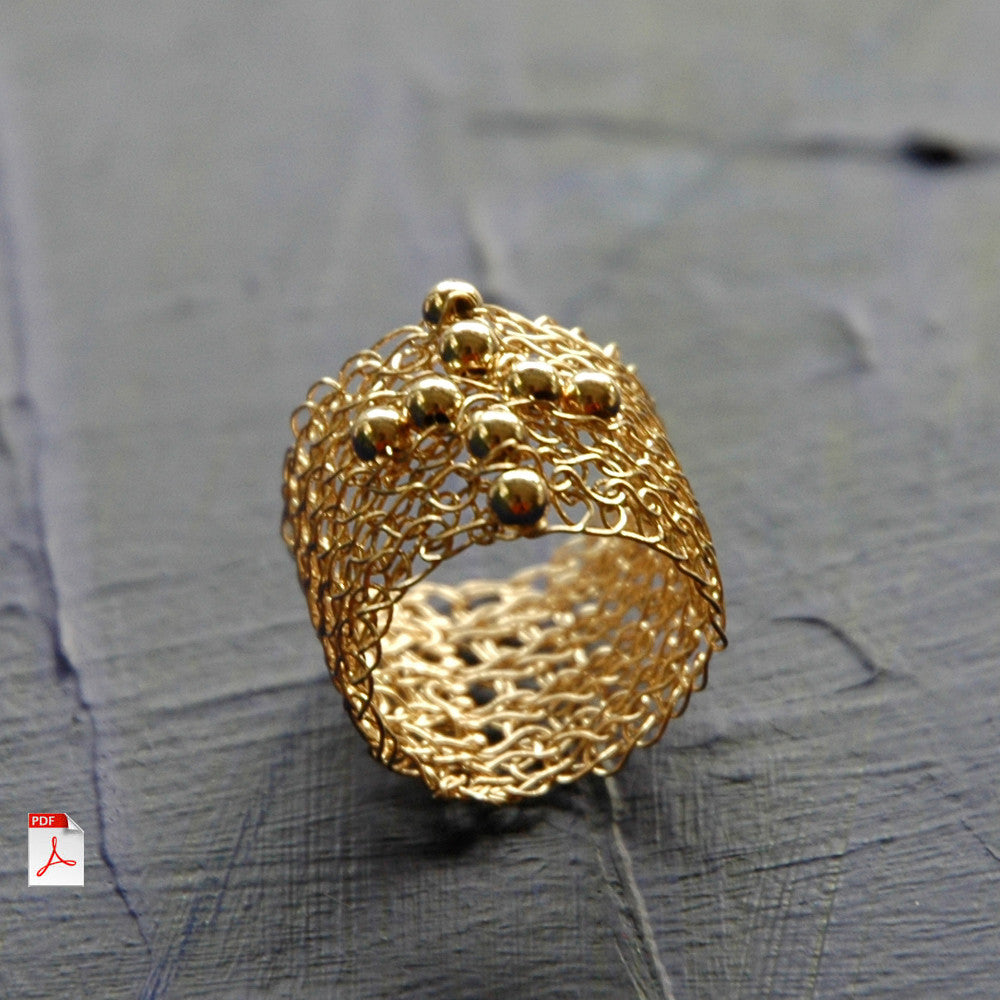 Wire crochet Cross Ring PDF pattern - Learn how to crochet a gold ring witha cross ebook - Yooladesign