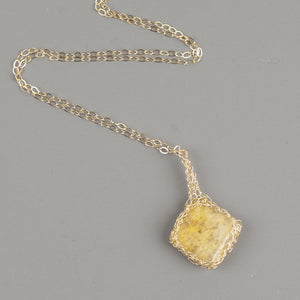 Yellow Calcite Pendant necklace in gold - Yooladesign