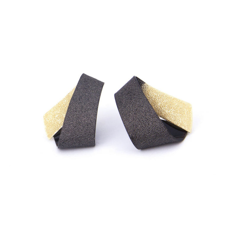 "Koi Ginrin Tiny Earrings ""Black Gold"""