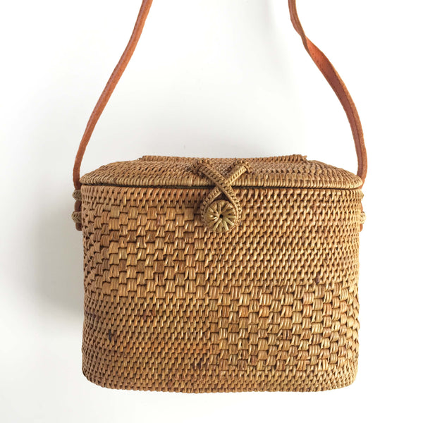 DEEP BUCKET WOVEN BAG