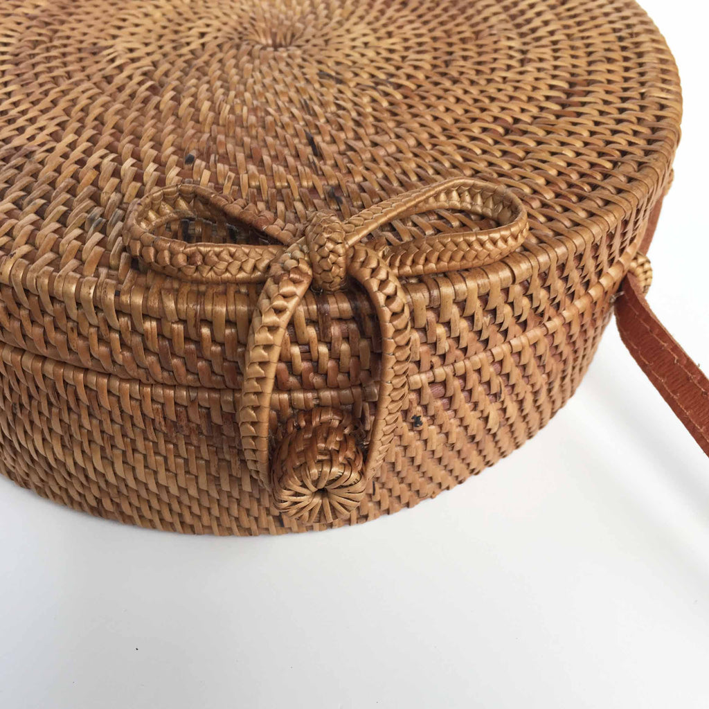 ROUND WOVEN BAG -BOW, CLOSURE