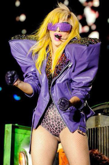 2010 Outrageous Looks of Lady Gaga in Gaspar Gloves