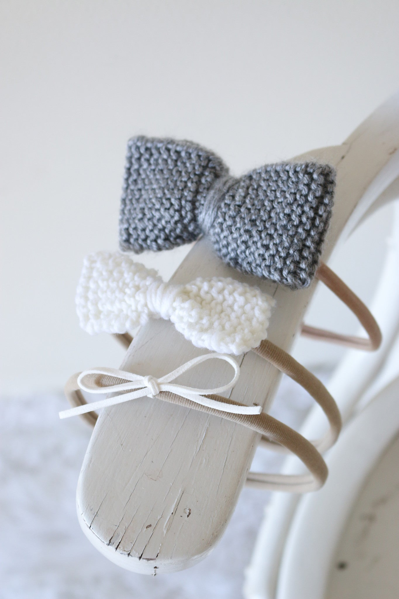 Classic Knitted 3 Piece Bow SET - Soft Grey & White