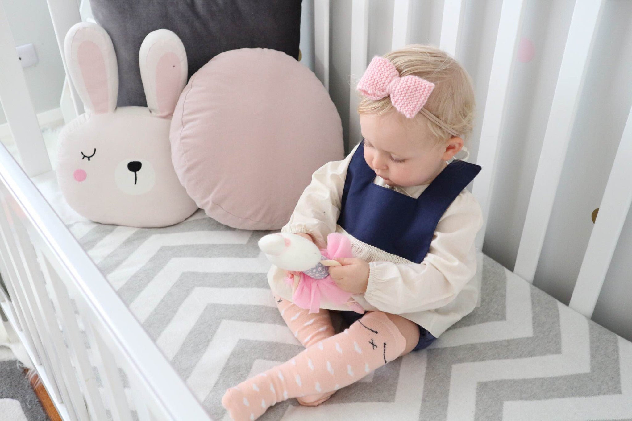 Classic Knitted 2 Piece Bow SET - White & Pink