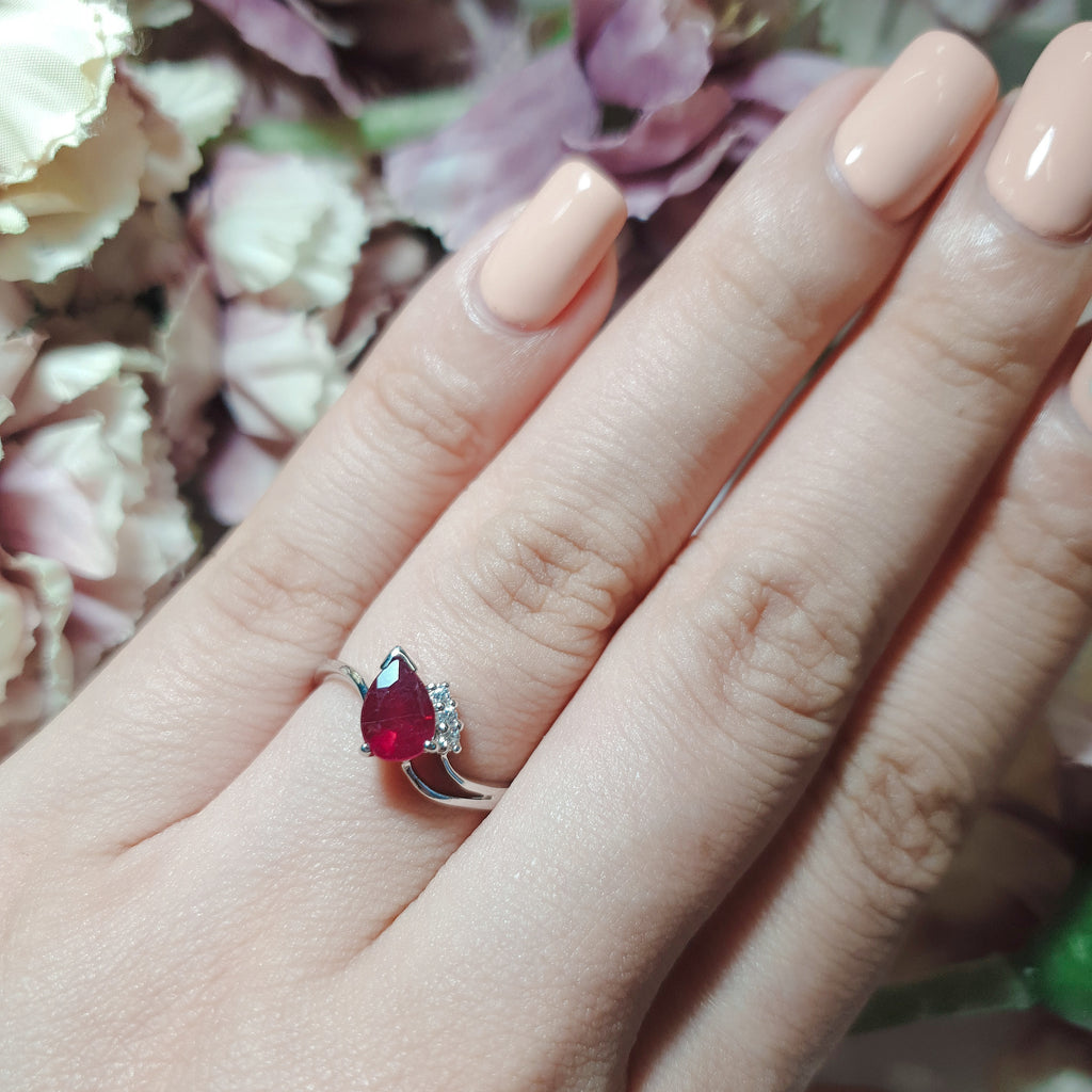 Ruby pear-shaped ring