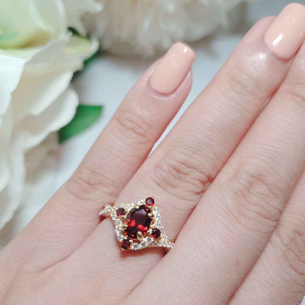 Garnet antique design ring