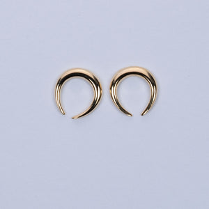 U-shaped simple stud earrings