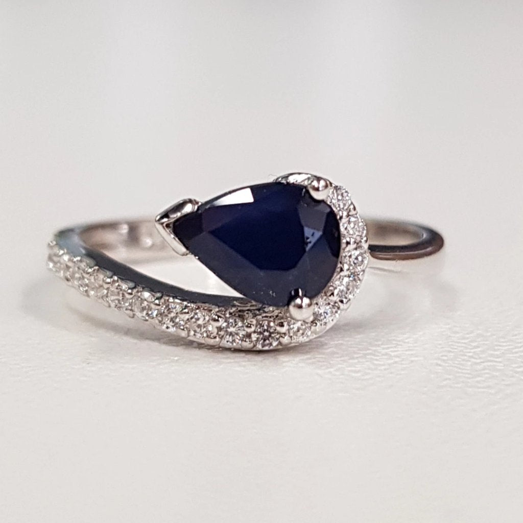 Sapphire pear-shaped ring