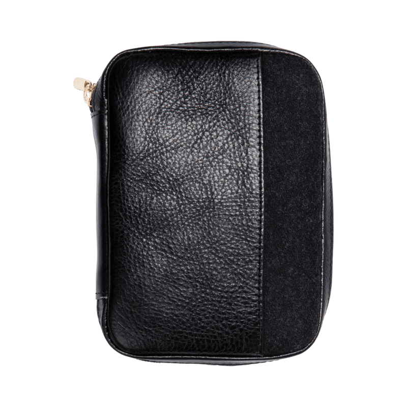 monte-and-coe-black-leather-passport-holder