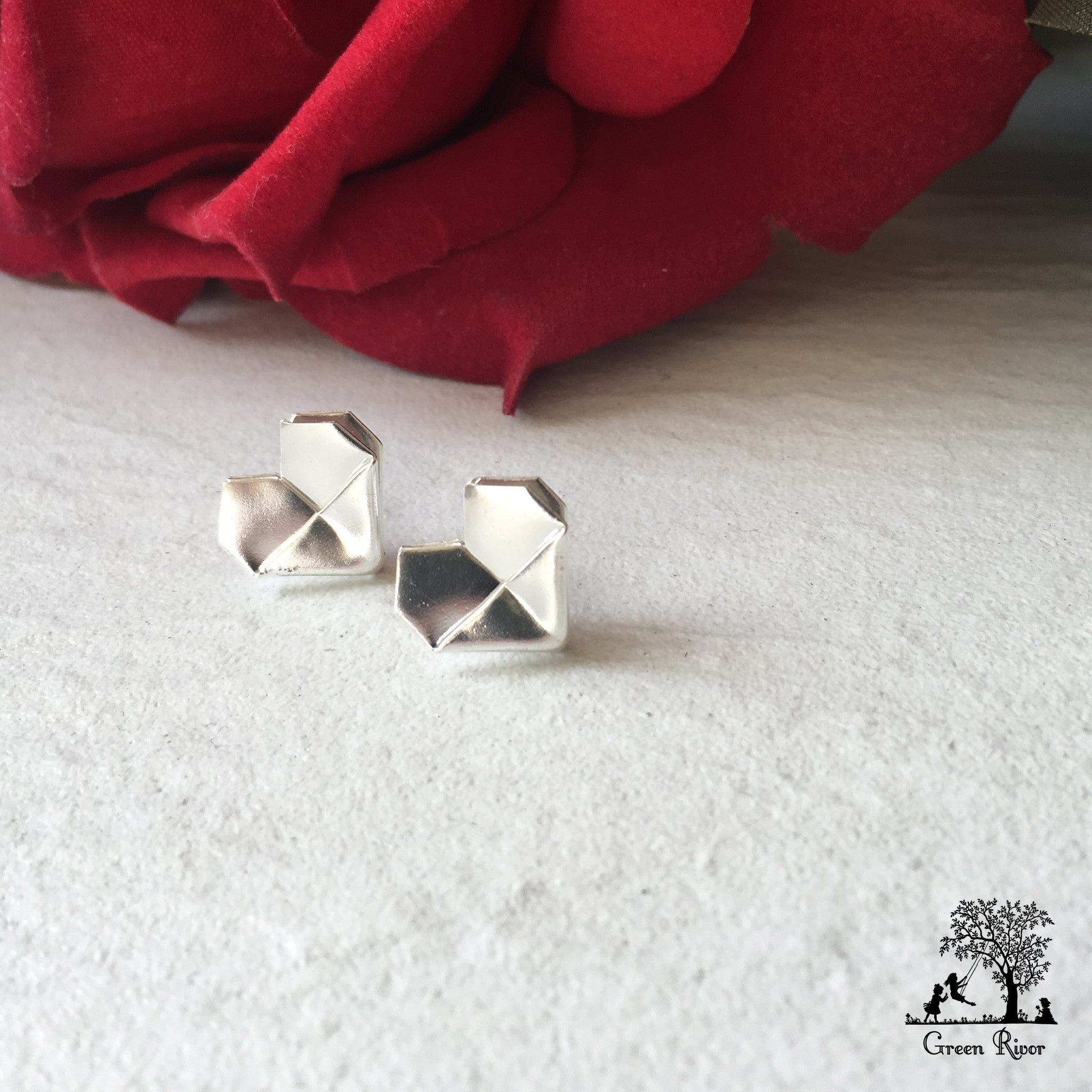 Silver Origami Heart Stud Earrings (Grand) / Sterling Silver Heart Earrings (Grand)