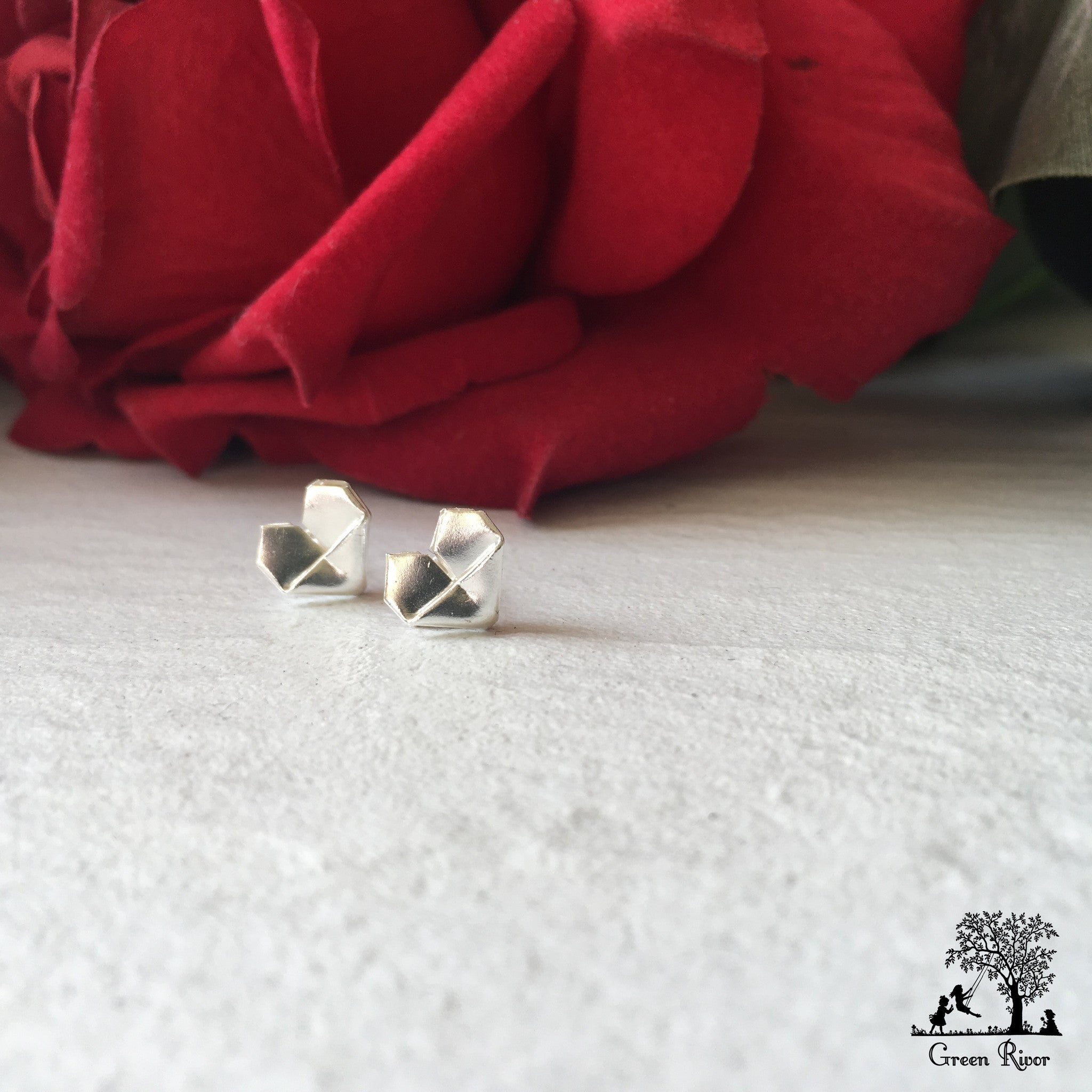 Silver Origami Heart Stud Earrings (Medium Size) / Sterling Silver Heart Earrings (Medium Size)