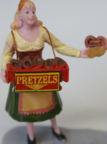 Train Figure : Girl and boy selling Pretzels.