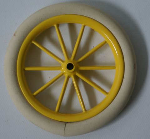 1904 Oldsmobile Yelow Cast hub with tire.