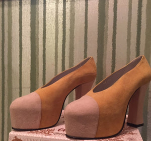 Auth PLATFORM SUEDE PUMPS Worn for BABYDOLS CLOSET AD in 100% Yellow Suede