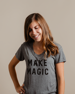 Make Magic Tee | grey