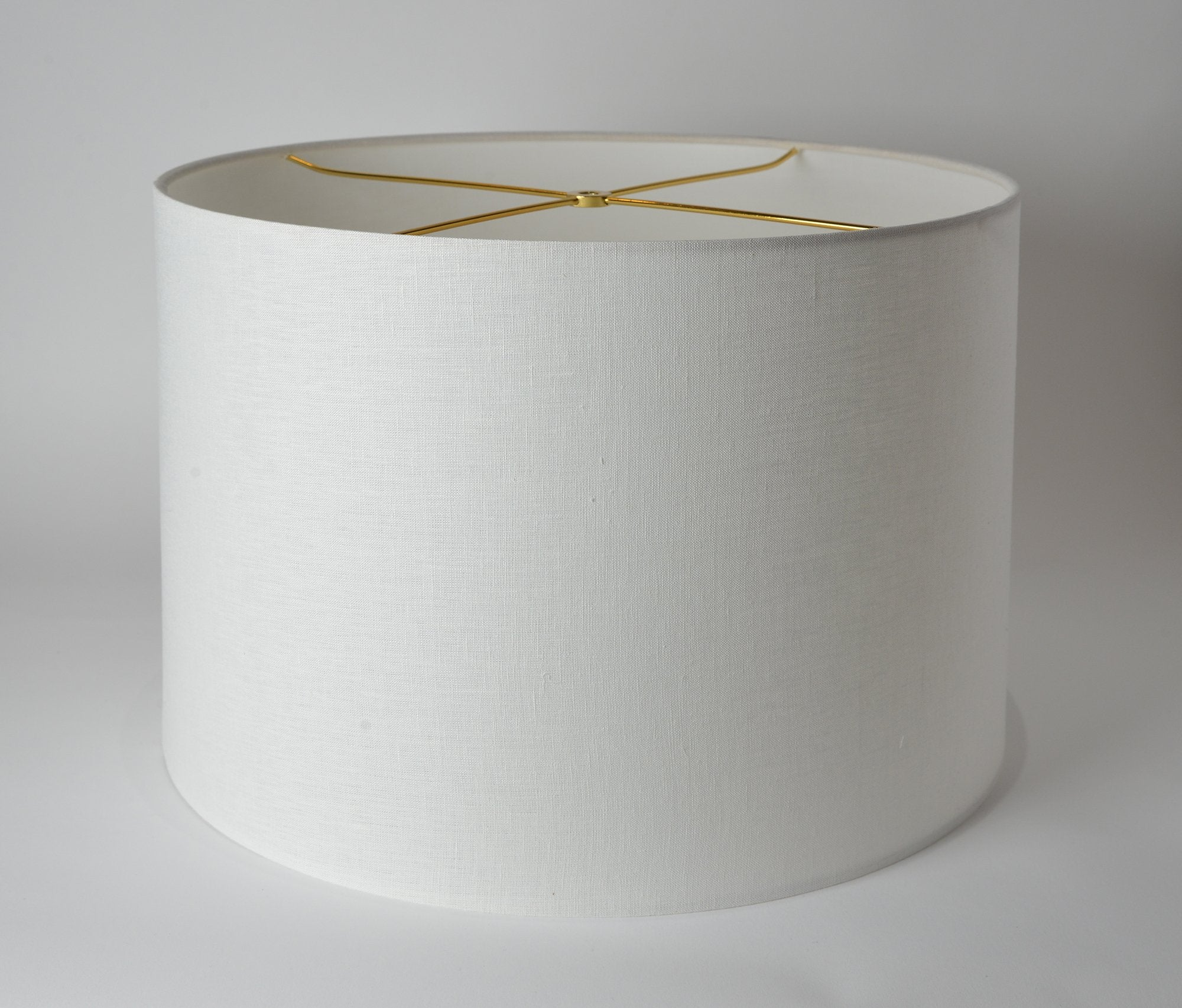 Linen Short Drum White Rolled Edges (Brass Spider)