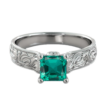 Antique Ring with Emerald Gemstone and Diamonds - Diamonds Mine