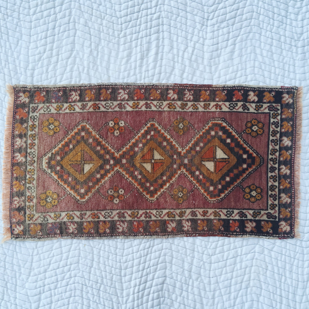 "Rug 2141: Vintage Turkish Rug (19 3/4"" x 38"")"