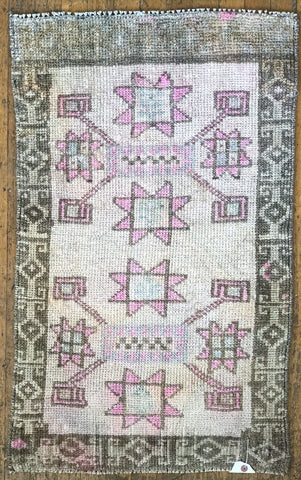 "Rug 12072: Vintage Turkish Rug (22"" x 37"")"