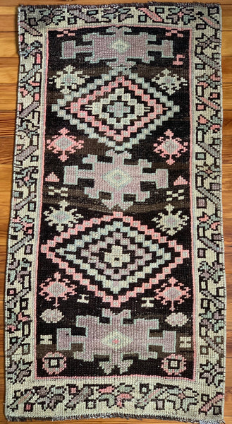 "Rug B14534 Vintage Turkish Rug (1' 8""x 3' 1"")"