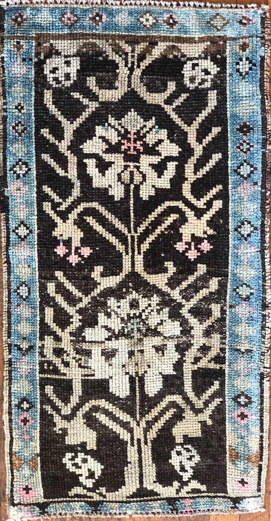 "Rug B14428 Vintage Turkish Rug (18"" x 34"")"