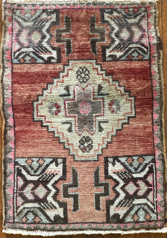 "Rug 1313056: Vintage Turkish Rug (21"" x 30"")"