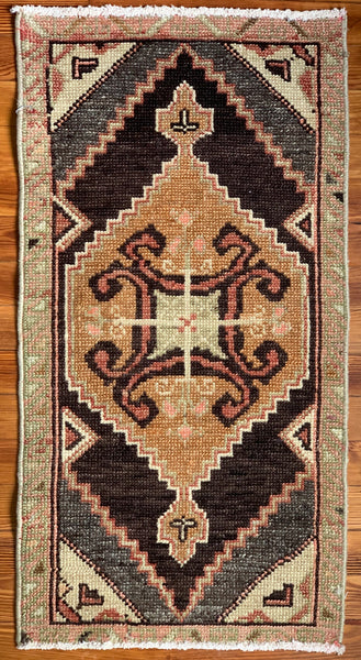 "Rug B14484 Vintage Turkish Rug (1' 7""x 3' 0"")"