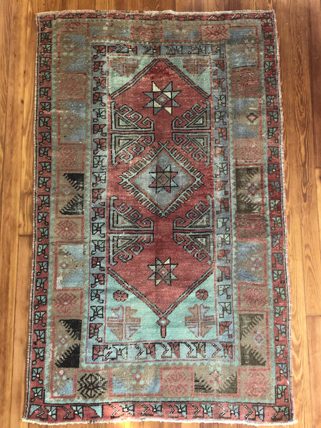 Rug B15937 Vintage Turkish Rug (3' x 5')