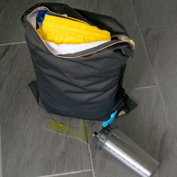 Gym clothes bag repels water