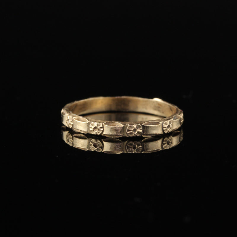 Antique Victorian 14K Yellow Gold Engraved Wedding Band - Size 6