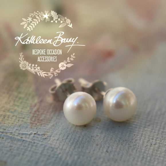 Fresh water pearl studs - Sterling silver - Sizes 7mm or 6mm pearls