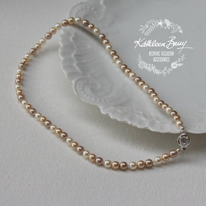Linda three color Classic pearl necklace - Assorted pearl colors
