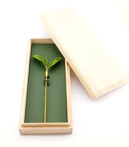 Little Tsumami: Isshin Niyou One Bud, Two Leaves Tea Kanzashi - 1