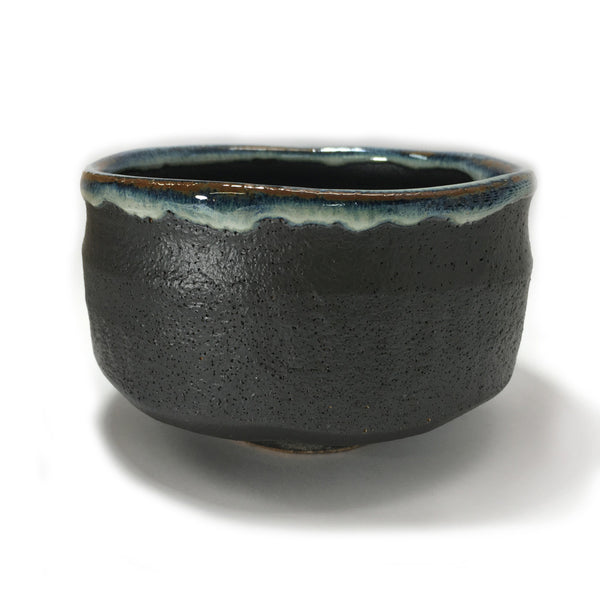 Yamatane e4414: Mino-yaki Matcha Bowl, Sea Blue on Black