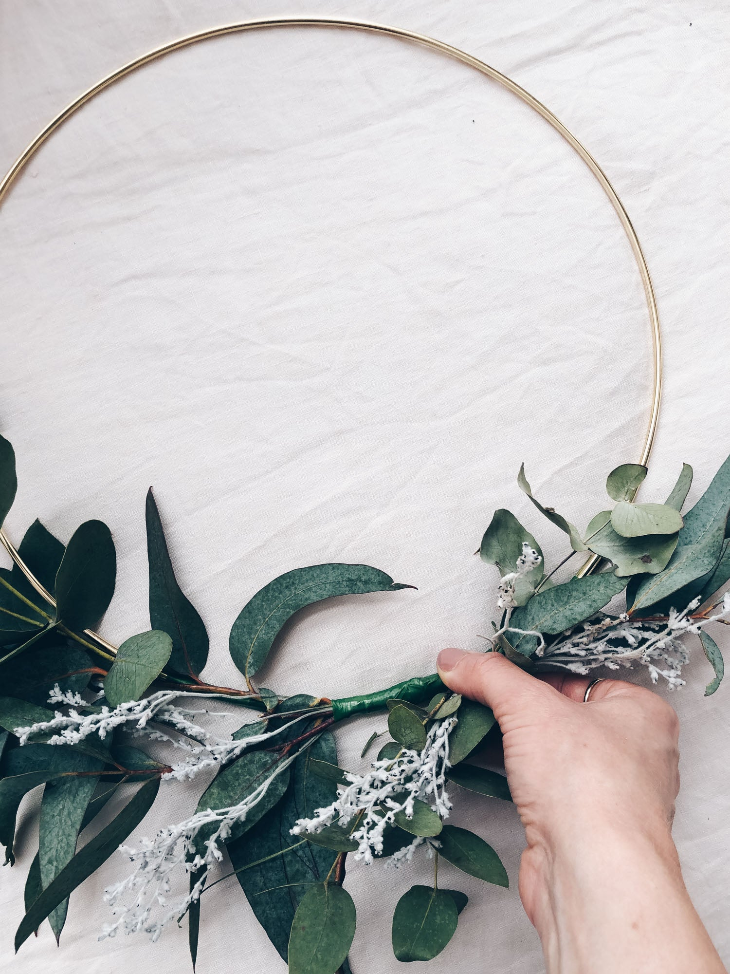 DIY Minimalist Christmas Wreath with Plyroom and Fowlers Flowers