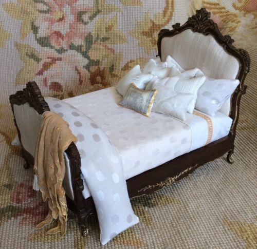 Bed Dressed with Pillows Drape 1:12 Scale Dollhouse Miniature