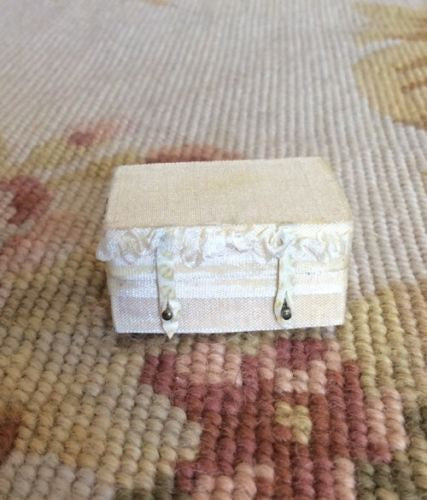 Luggage Bag Suitcase Valise Grip Small 1:12 Dollhouse Miniature