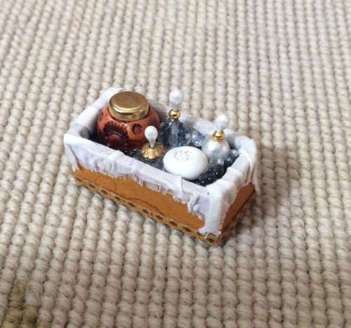 Box Dressed 1:12 Dollhouse Miniature