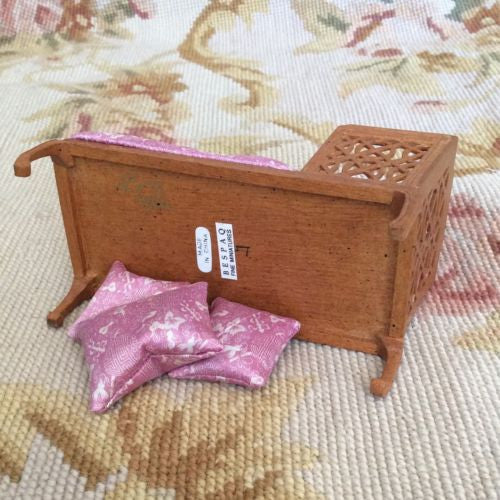 Bespaq Sofa Seat Couch Chaise Lounge Settee with Pillows 1:12 Dollhouse Miniature