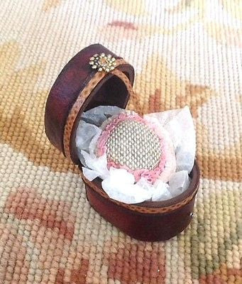 Luggage Bag Valise Suitcase Hat Box Dressed with Hat 1:12 Dollhouse Miniature