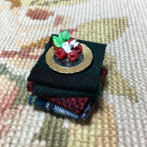 Blanket Stack with plate of Fruit 1:12 Dollhouse Miniature