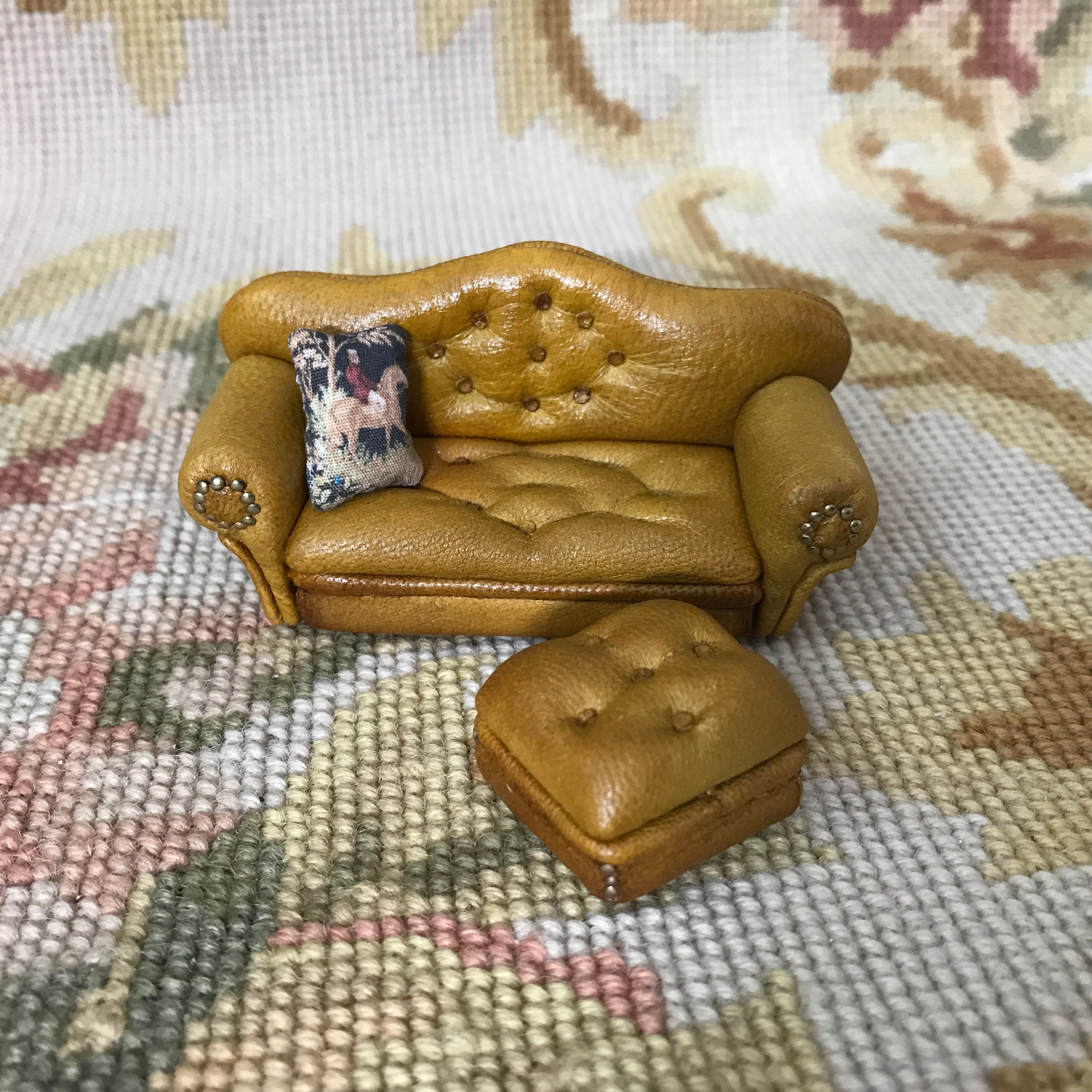 "1/2"" Half Inch OOAK Leather Sofa Couch Seat 1:24 Dollhouse Miniature"