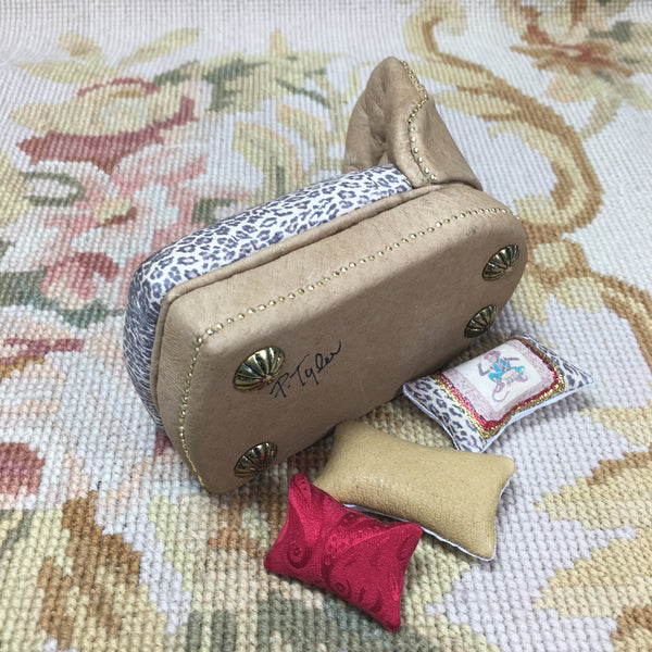 Sofa Seat Couch Chaise Lounge Divan Settee Leather with Pillows Light Tan 1:12 Dollhouse Miniature