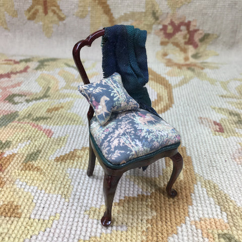 Bespaq Chair Seat Side Chair and Pillow & Drape - Hunt Fabric 1:12 Dollhouse Miniature
