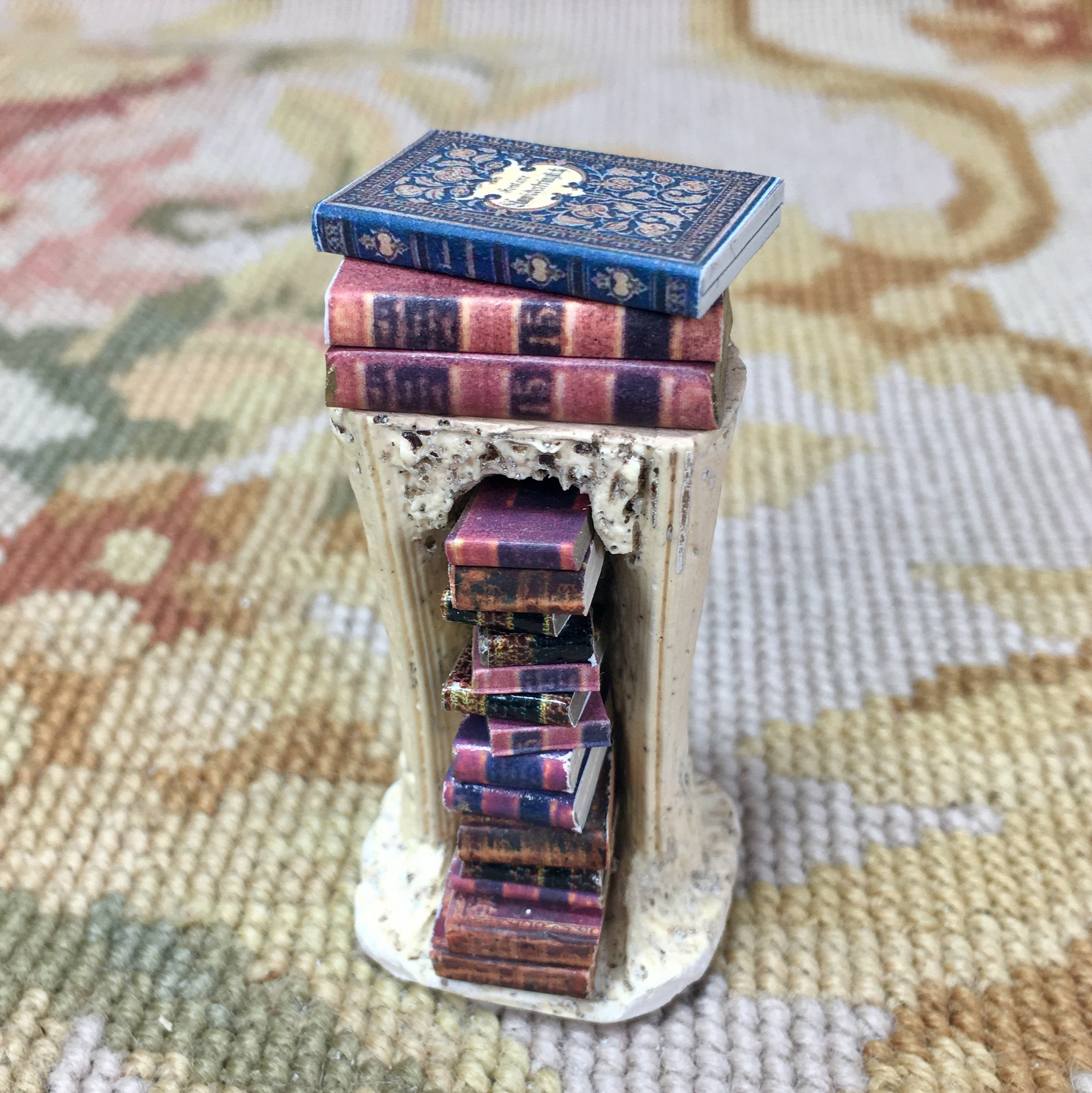 Table Book Stand Pedestal With Books 1:12 Dollhouse Miniature