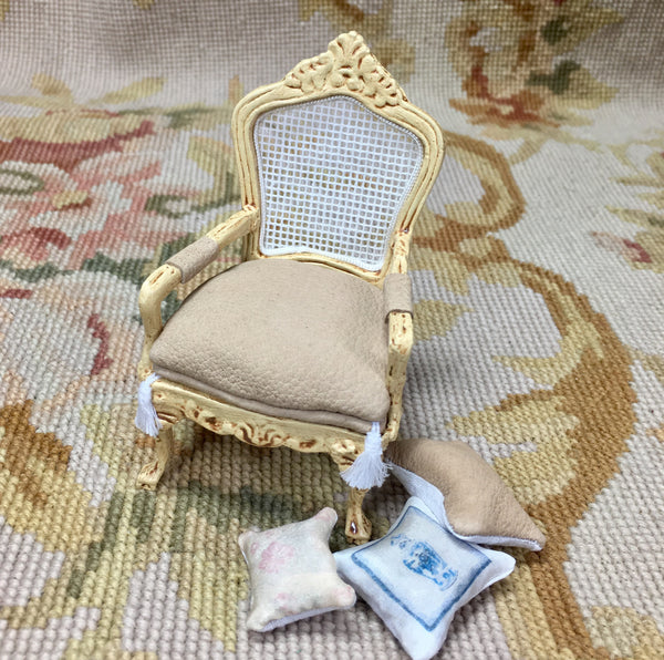 Chair Seat Antique Sand with 3 Pillows 1:12 Dollhouse Miniature